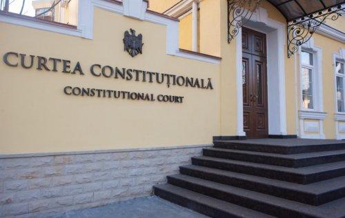 КС объявил конституционными положения Закона о режиме чрезвычайного положения
