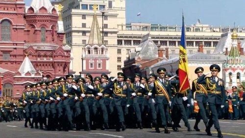 (ВИДЕО) Парад Победы в Москве во время эпидемии: молдавские военнослужащие прошли по Красной площади