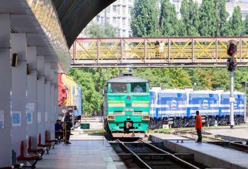 В Кишинев прибыли 6 новых локомотивов из Казахстана