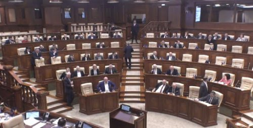 В парламенте сегодня могут рассмотреть вотум недоверия правительству
