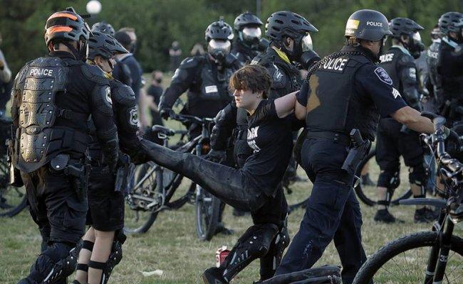 В ходе беспорядков в Сиэтле пострадали почти 60 полицейских