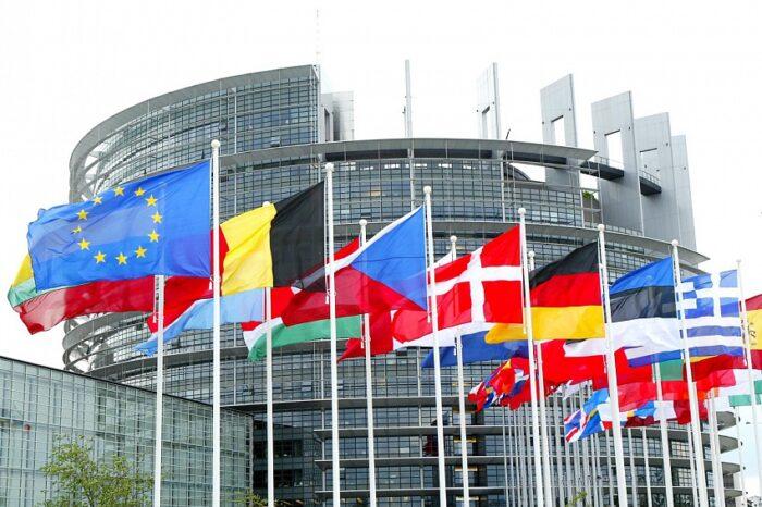 Лидеры политических групп Европарламента намерены объявить Лукашенко персоной нон грата