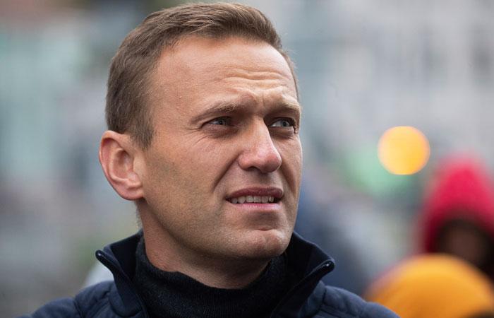 Навального госпитализировали после экстренной посадки самолета в Омске
