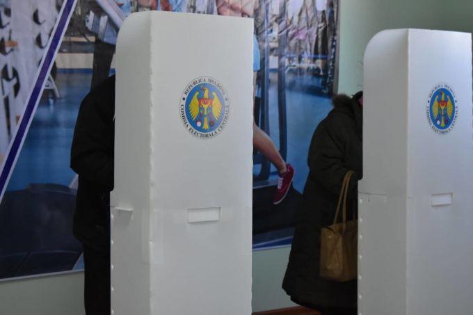 Избиратели придут на выборы со своей ручкой, в перчатках и маске