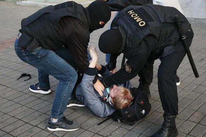 Не стихают протесты в Беларуси: подробности о задержанных
