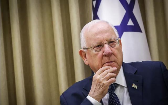 Президент Израиля попросил сократить ему зарплату на 10%