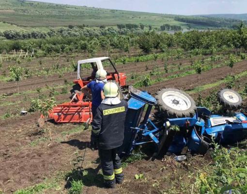 Трагедия в Ниспоренах: мужчину насмерть придавило перевернувшимся трактором