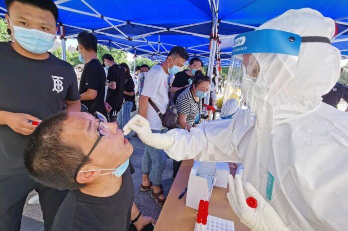 В Китае за пять дней протестируют на коронавирус более 9 миллионов человек