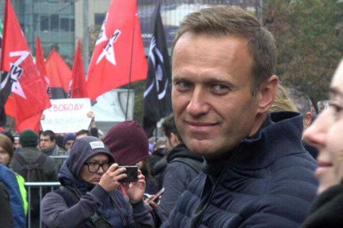 ЕС и Великобритания ввели санкции против России из-за отравления Навального: Реакция Кремля