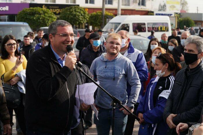 """Несмотря на """"свистунов"""" Додона, Усатый провел в Комрате встречу, на которую пришли сотни жителей Гагаузии"""