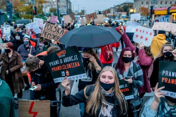 В Польше продолжаются протесты против запрета абортов (ВИДЕО)