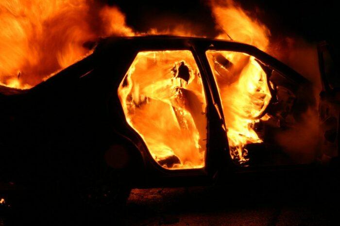 Страшное ДПТ на севере Молдовы: Водитель, зажатый в машине, сгорел заживо