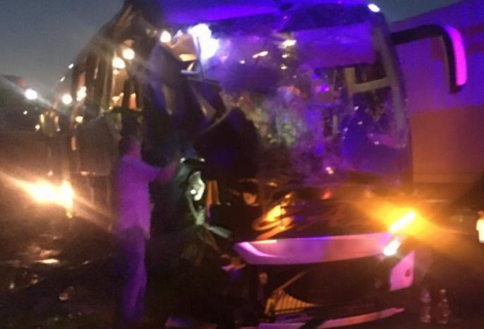 (ФОТО) Автобус Кишинев-Киев столкнулся на Украине с грузовиком: есть жертвы и раненые
