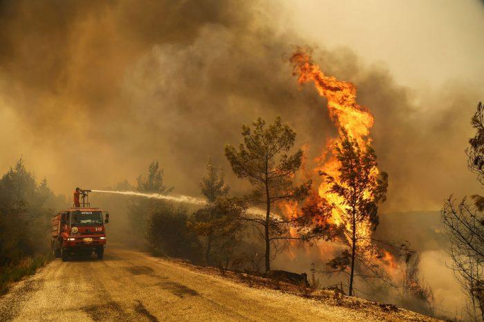 Молдавские вертолеты помогают тушить пожары в Турции