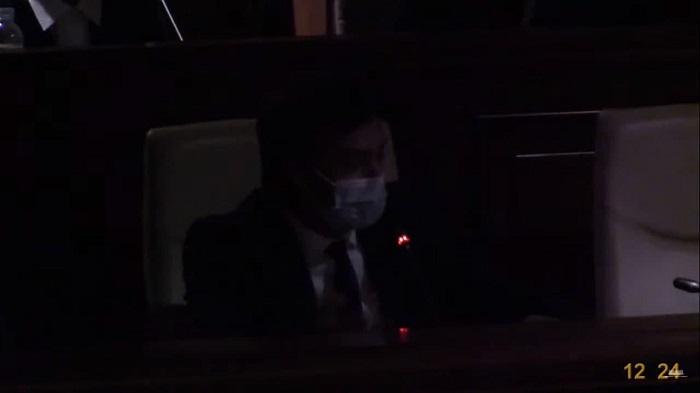 (ФОТО ДНЯ) Правительство тьмы: В парламенте погас свет